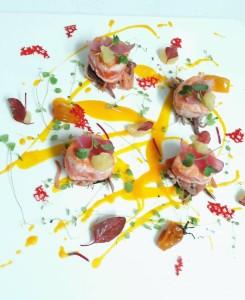Girotondo di salmone in carpione all'arancia